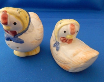 Salt and Pepper Shakers, Chicken, Country Chickens, Vintage Shakers, farmhouse