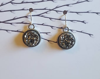 Grey Drutzy Cabochon Earrings