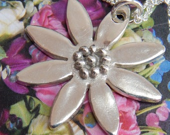 Large Daisy Pendant with Stamen Centre