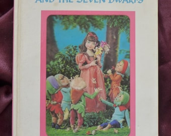 Snow White and the Seven Dwarfs 1968 Puppet Book Tadasu Izawa and Shigemi Hijikata