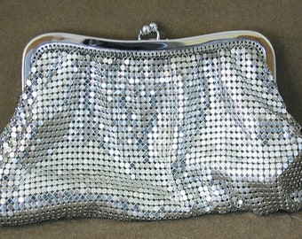 Whiting & Davis Mesh Bag in Silvertone....Vintage Whiting and Davis Silvertone Mesh Bag