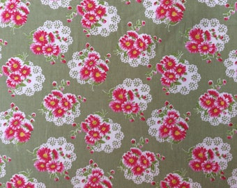 High quality cotton poplin, vintage floral on moss green
