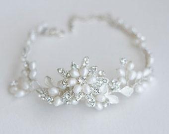 Bridal bracelet. Bridal jewelry. Pearl rhinestone bracelet. Wedding bracelet. Wedding jewelry. Vintage style bracelet . Elegant bracelet .