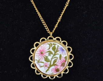 Vintage Pink Flower Pendant Necklace on a Gold-Tone Chain