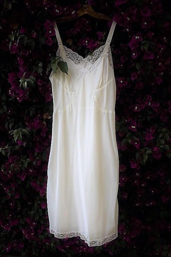 Small/Medium Enchant Barbizon Satin Sylfaire White Vintage Slip Tall Miss 12/lingerie dress/Bridal Nightgown/Bridal White/Vintage Lingerie