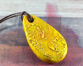 Essential oil diffuser pendant - Essential oil diffuser necklace - Aromatherapy - Clay diffuser necklace - Aromatherapy jewelry - YELLOW