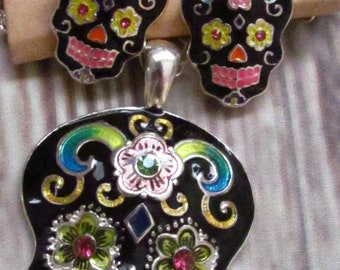 Beautiful Sugar skull, Dia de Los Muertos, Day of the Dead Necklace and matching earrings.