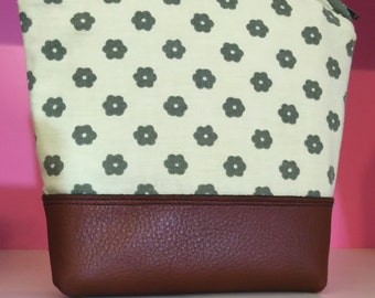 70s retro bag / vintage fabric zipper pouch. Top quality duck canvas interior & genuine leather. 1970s accessory bag / vintage flower pouch.