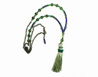 Bright Green Silk Quaste Halskette mit blau und grün Perlen, böhmische Schmuck, Perlen Halskette, einstellbare Länge Boho Kette