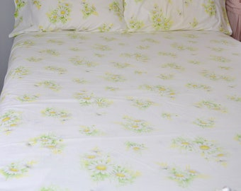 vintage full bedding set: flat sheet, fitted sheet, 2 pillowcases