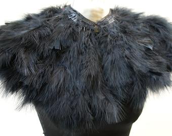 Schwarzen Straußenfedern werden. Schultern. Burleske Kap Federn-Umhang in schwarz. gotische Dekadenz