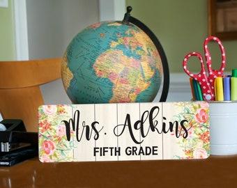 Personalized Teacher Sign, Teacher Appreciation Gift, Door Hanger, metal name plate, Flower Door Sign, Teacher Name Sign