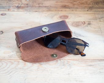 Leather glasses case // Leather case // leather // Handmade Leather Eyeglass / Sunglass Case / Sunglasses case / eyeglasses cases
