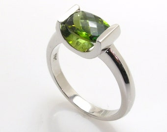 Green tourmaline ring .