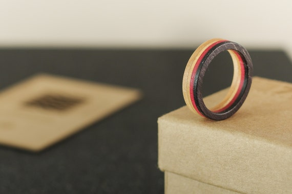 skateboard recycled ring pink and black (wood)