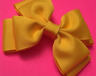 "Double layered bow in ""Canary"""
