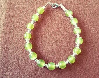Moss-green cat's eye beaded bracelet