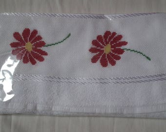 Red daisies guest towel