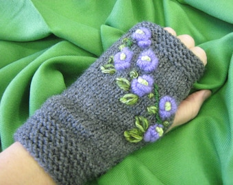 Knitting gloves