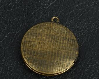 Round Locket Brass antiqued, 2 each 15279CS
