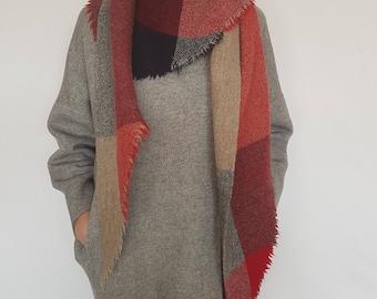 Triangular Shawl N0317 / Handmade Weaving on the Loom / Scarf / Warm Shawl / 100% Natural Wool / Gift Idea
