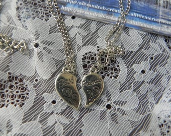 2 silver metal BEST FRIENDS necklace