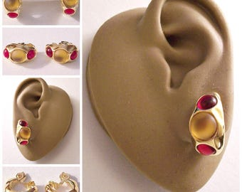Monet Yellow Red Bead Band Hoops Clip On Earrings Gold Tone Vintage Wide Hammered Open Ring Comfort Paddle Dangles