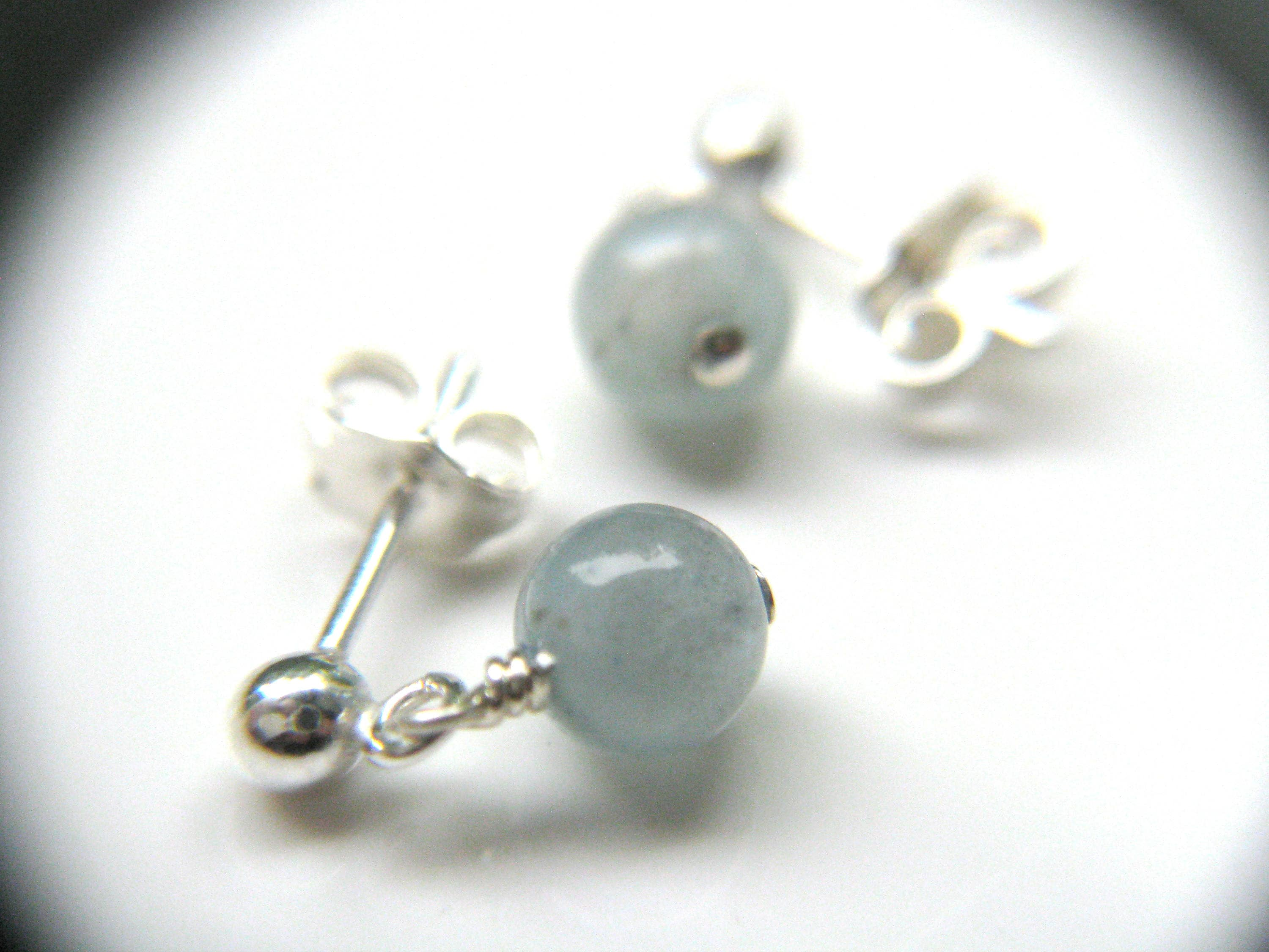 white genuine gemstone gold earrings stud aquamarine