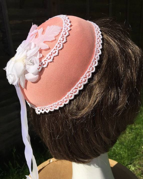 1970s vintage bridesmaid skullcap peach lacy fascinator bride hair piece hat accessory flower power lovechild boho bridal 60s 70s NOS hippy