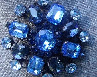 Vintage Brooch in Shades of Blue