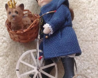 Wizard of Oz ? Miss Gulch on bicycle with toto in basket