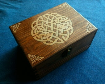 Wooden box with Celtic knot. Pyrography and hand-tinted.