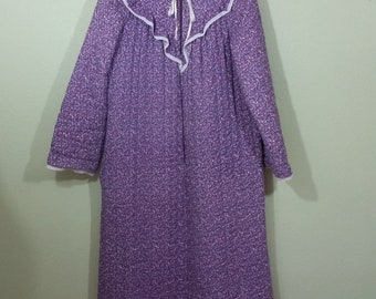 Vintage Quilted Robe, Lounge Wear, by Gaymodes, Tiny Purple Flowers, Zips, Large