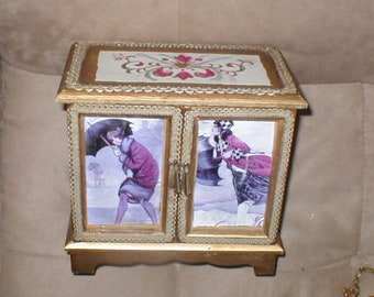 "Vintage Musical Jewelry Box plays ""Raindrops"""