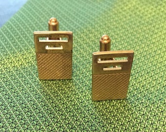 HICKOK goldtone etched, smooth and cut out cuff links.
