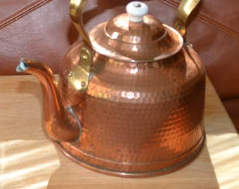 ANTIQUE COPPER Hammered TEAPOT..White Porcelain Handle , Knob..Made in Portugal & Metalutil on Handle. Excellent Cond.