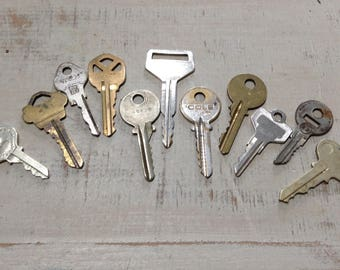 Vintage Key Lot, Old Salvaged Keys - Mixed Lot of 11 Keys