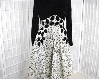 Stunning 1960s Party Dress with Black Velvet Bodice and Appliqued Leaves........size Medium