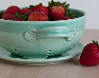 Berry Bowl - Fruit Strainer - Green - Large