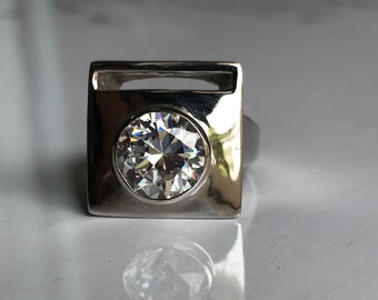 A beautiful ring is made in natural zircon in 925 sterling silver