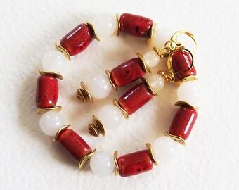 Parure Classique Chic - Perles céramique, Gemme Quartz Blanc, Métal doré - Bracelet et Boucles d'Oreilles - Bijoux créateur, pièce unique