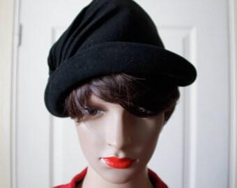 1940s black felt hat. Vintage.