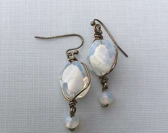 Earrings, brass wire with a glass bead