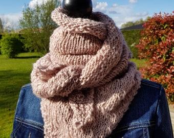 Trendy shawl knitted fine wool