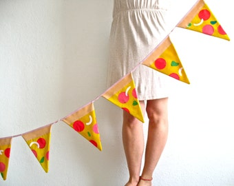 oilcloth bunting - Pizza time garland - 10 pizza slices made it with appliqué and patchwork oilcloth
