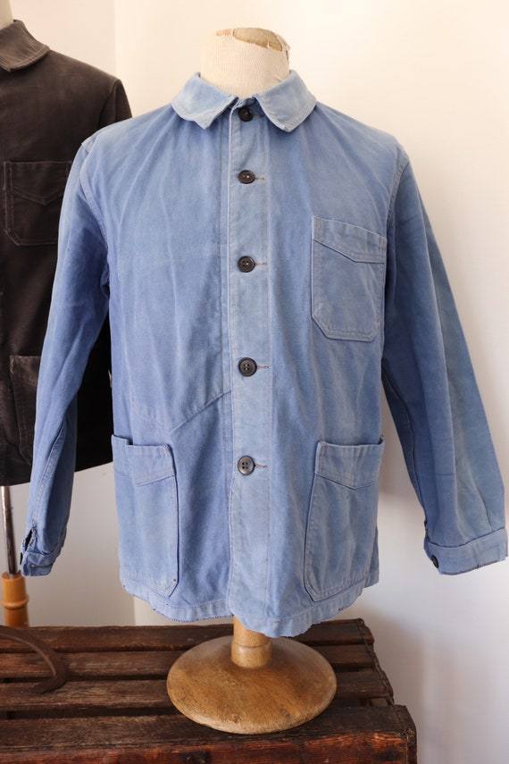 """Vintage 1950s 50s french bleu de travail blue cotton twill chore work jacket workwear 43"""" chest sun faded darned repaired (4)"""
