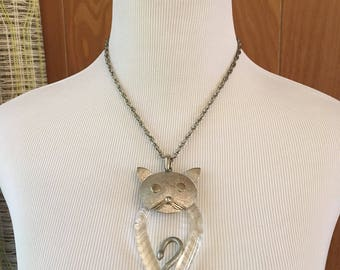 Vintage 60s Lucite and Silver Novelty Cat Necklace