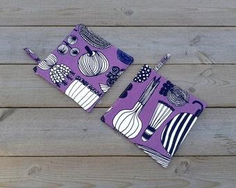 Modern pot holders made from Marimekko fabric, hot pads, quilted trivet potholders, Scandinavian kitchen decor, purple