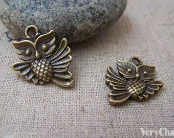 10 pcs of Antique Bronze Owl Charms Double Sided  17x20mm A100