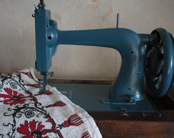 Vintage hand sewing machine table old-fashioned 1800s-era cast iron